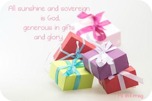 gifts-570826_640